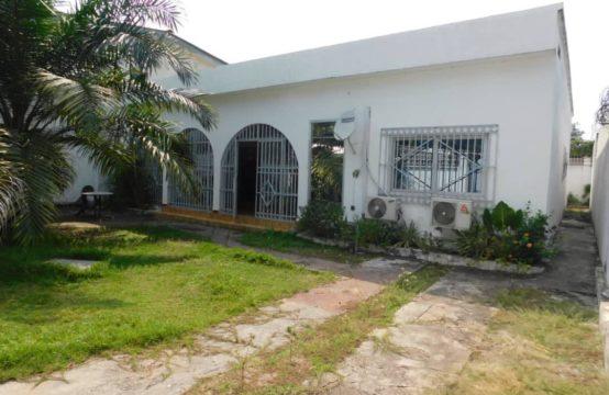 Jolie villa entièrement climatisée à louer à 2 minutes du CCF à Brazzaville.