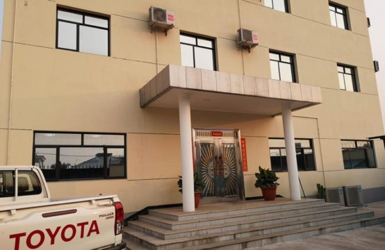Bâtiment R+2 en vente à Mpila. À 10min du centre-ville